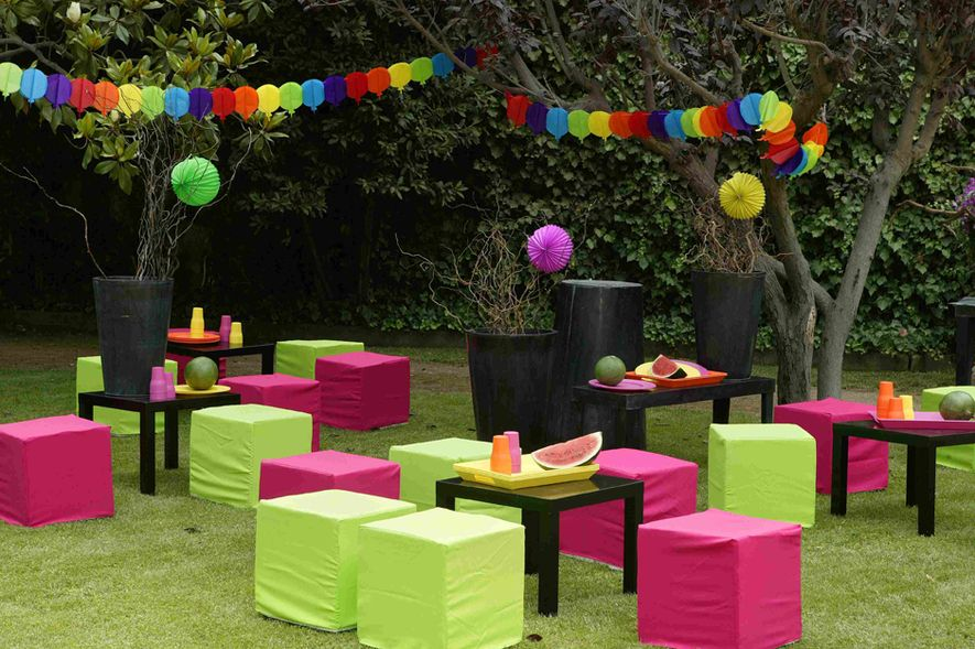 Inlcucion de color en una fiesta de jardin fiestas en for Decoracion de jardin al aire libre