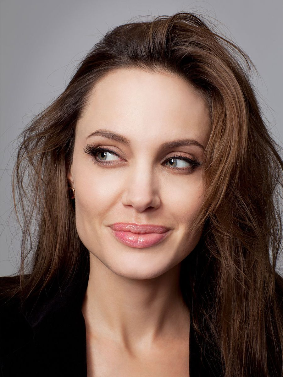 actorsandactresseshangingaround:Angelina Jolie,don't know by who,when and for what? More