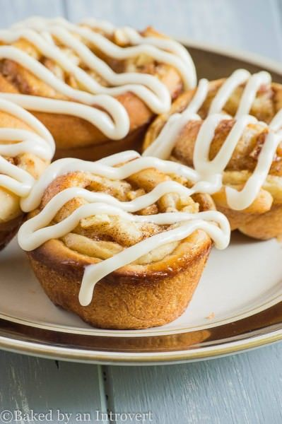 Cinnamon rolls stuffed with brown sugar and apples, and topped with homemade vanilla glaze. These glazed apple cinnamon rolls are going to be your new favorite fall treat.