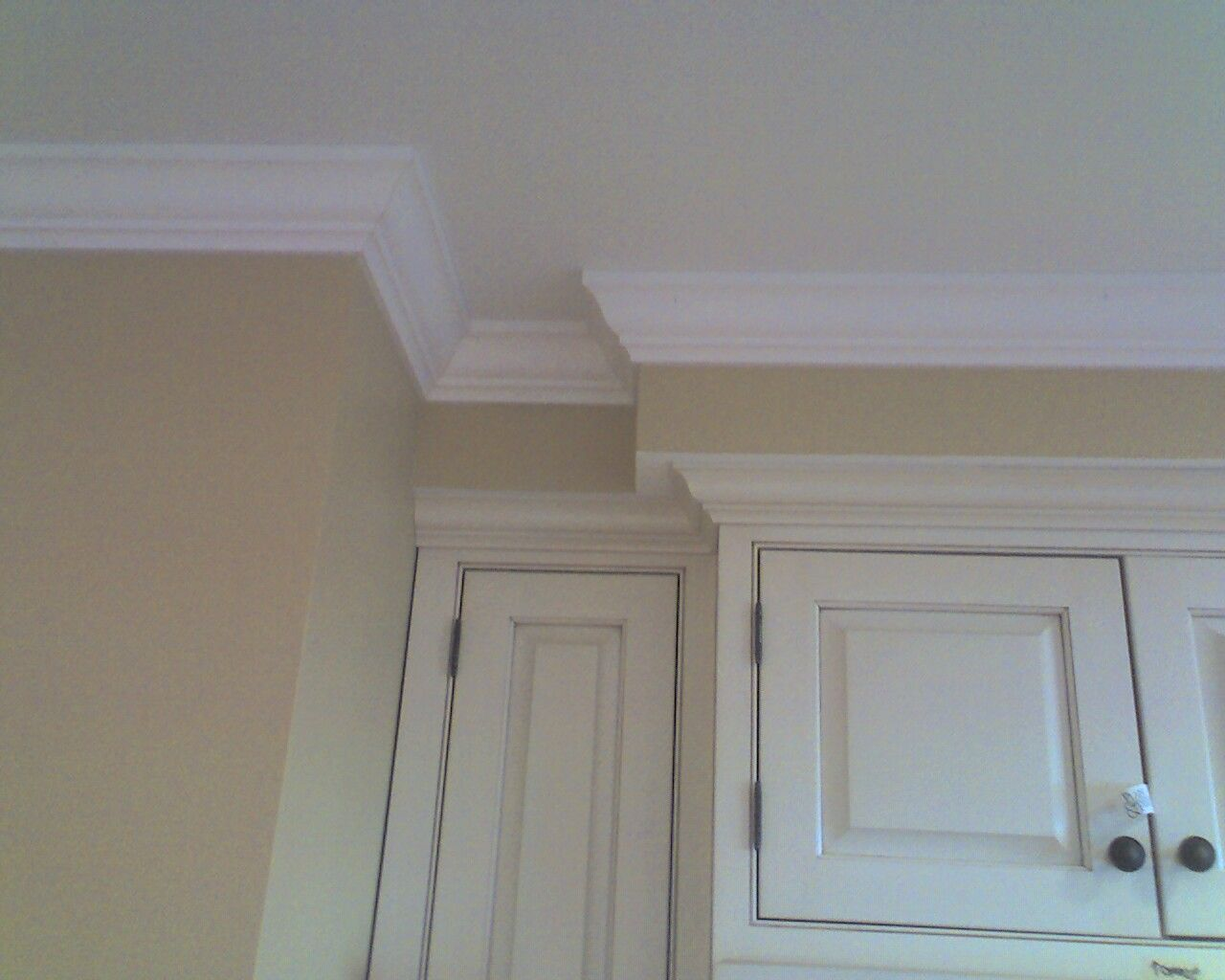 The Underside Of The Bulkhead Is Painted The Same Colour As The Cabinets And Meets The Ceili Crown Molding Kitchen Kitchen Soffit Kitchen Cabinet Crown Molding
