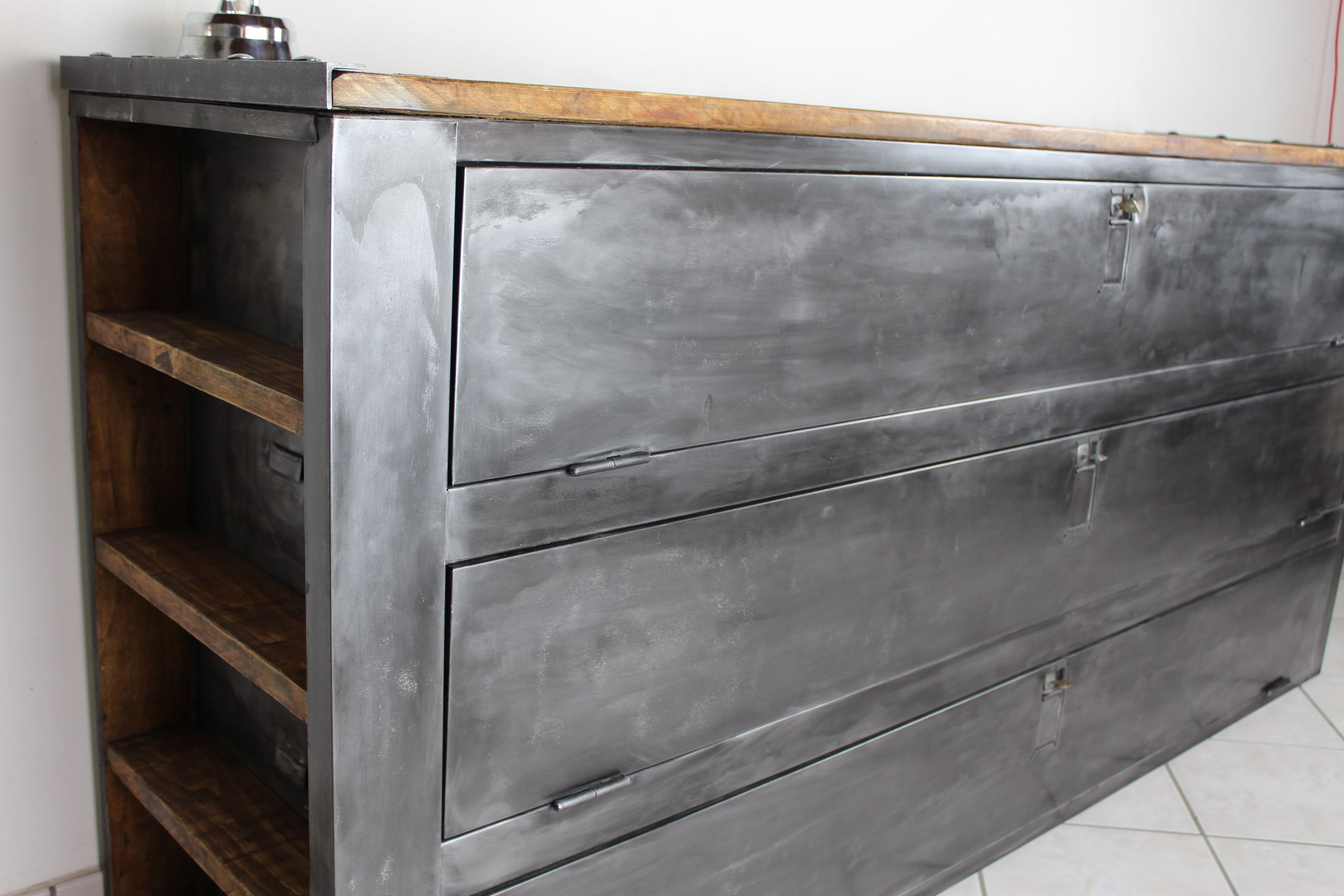 buffet vestiaire industriel 3 portes pinterest porte. Black Bedroom Furniture Sets. Home Design Ideas
