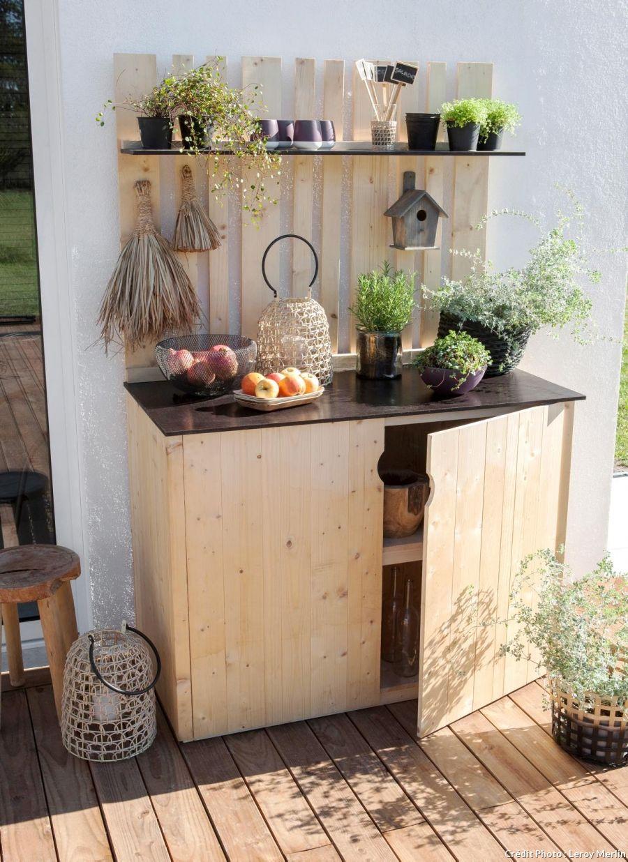 12 Idees De Rangement Pour Les Outils De Jardin Armoire De Jardin Bois Rangement Balcon Armoire De Jardin