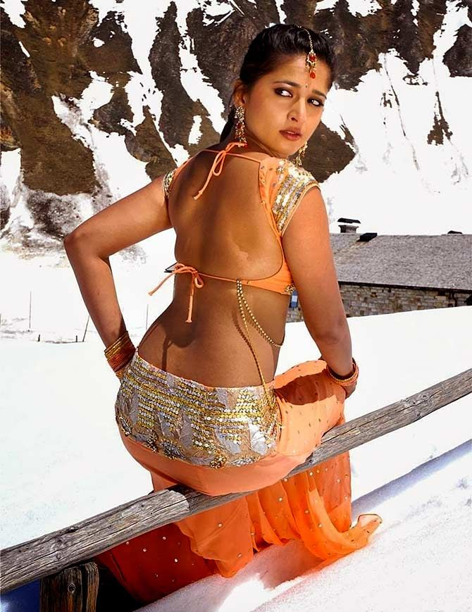 This Gorgeous Actress Loves To Flaunt Her Back Pix Anushka Shetty Brings Sexy Back