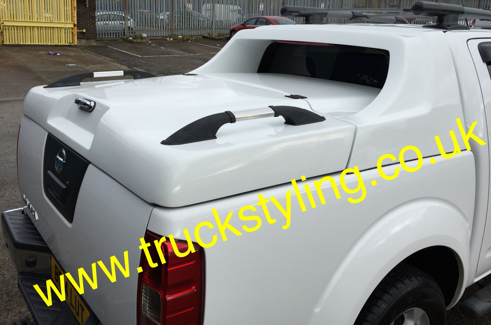 Nissan navara d40 hard top tonneau lid painted qm1 white comes with load bars as
