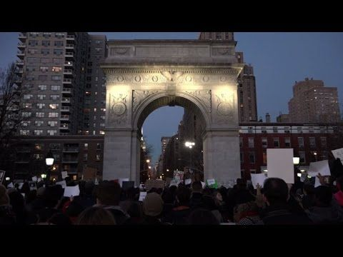 New Yorkers demonstrate in support of immigrants and Muslims
