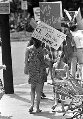 Vietnam War Protest Hawaii Aug 1967 Fascinating History