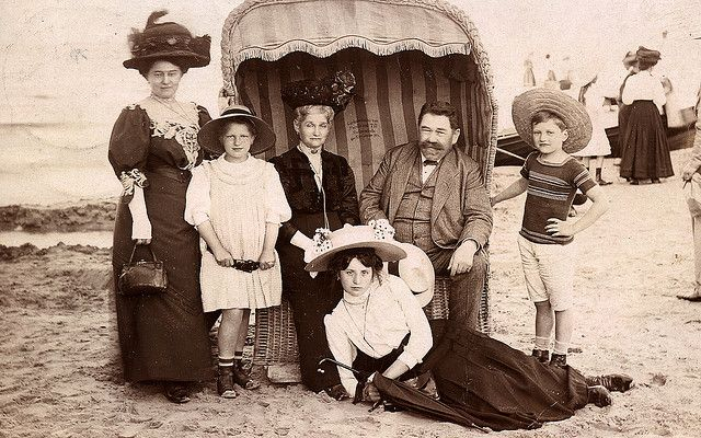 Family photo on a German beach in 1910