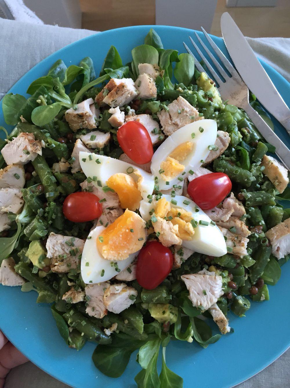Summer salad - sperziebonen - veldsla  - avocado - kalkoenfilet - pesto - ei