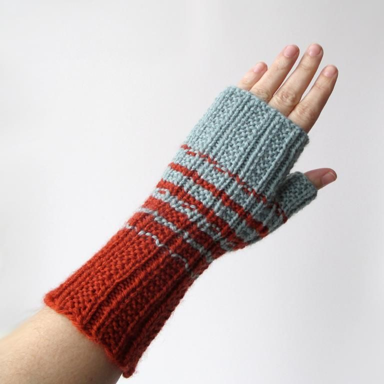 Two-Color Fingerless Gloves pattern on Craftsy.com | Knitting ...