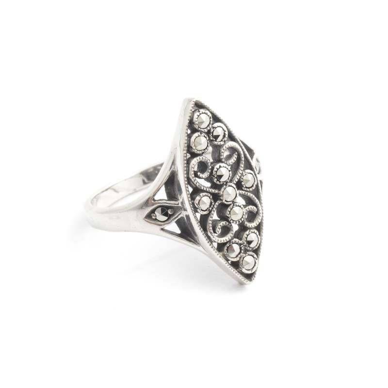 Art deco vintage ring met zilver filigrain en markasiet