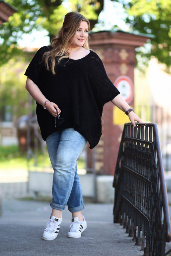 Photo of A plus size look for spring. Denim and perforated knit sweater. A simple K …