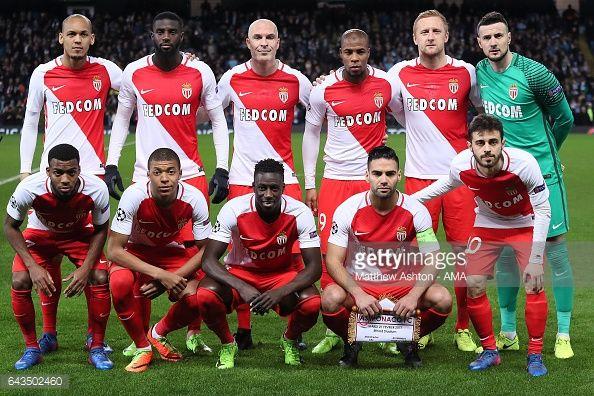Fotografía de noticias : The Monaco players line up for a team photo prior...