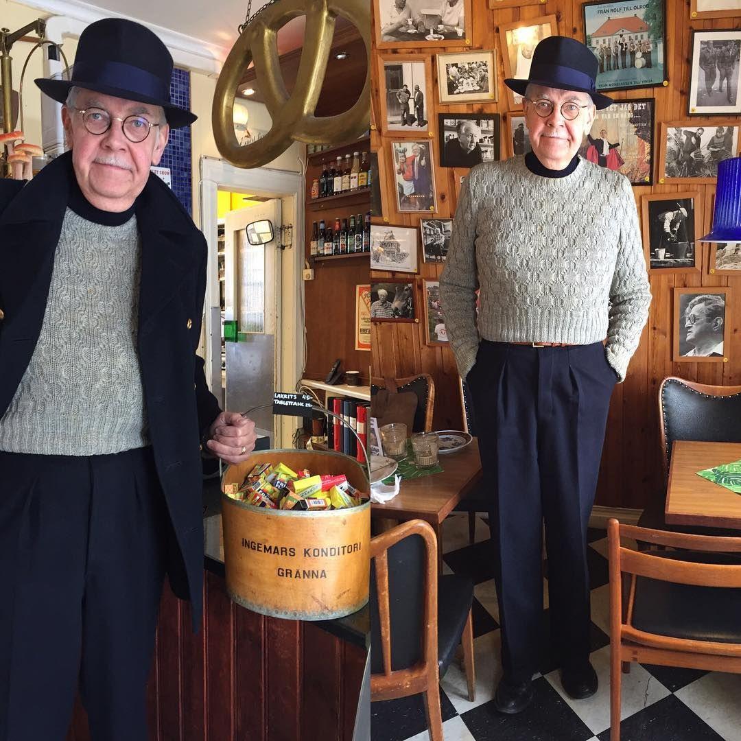 Ingemars konditori, numera Fiket i Gränna. Bästa rastplatsen längs E4-an. Fattar inte att de bytte namn. #vintagefashion #menwithstyle #vintage #vintagehat #fiketigränna #welldressedman #1940s #1940sstyle #40s #navycoat #peacoat #navytrousers #knitwear #vintageknitwear #sweater #vintagesweater #secondhandfashion #dandy #dapper #dappermen #vintagemannen #trickers #trickersshoes