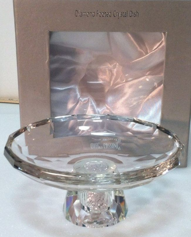 Exquisite Oleg Cassini Signed Diamond Footed 7 Crystal Bowl Candy