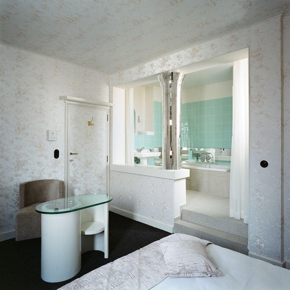 Les Salles De Bains Dhotels Piquent La Vedette Aux Chambres Souvent Conventionnelles Selection Celles Quon Voudrait Faire Siennes