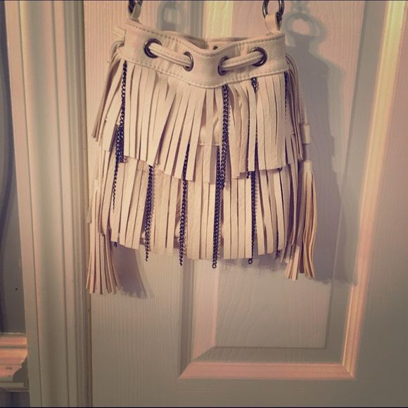 Off white fringe satchel Carlos brand off white fringe satchel with adjustable straps! The fringe also have chains in between! Super cute and the bag can close using the adjustable dings straps on the side to make the close the top of the bag Carlos Santana Bags Crossbody Bags