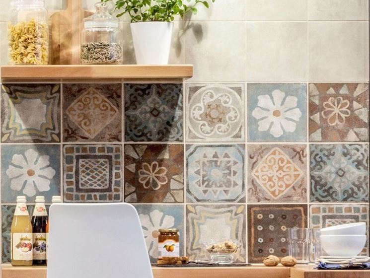 decoro piastrelle cucina | Италия | Kitchen, Kitchen tiles e Kitchen ...