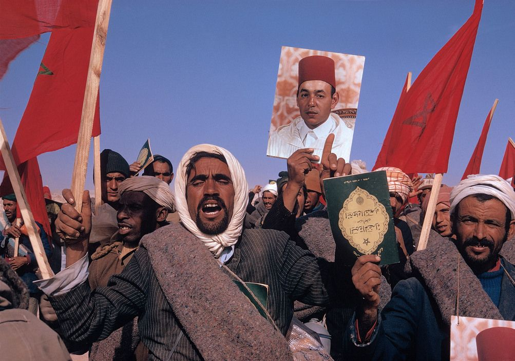 Morocco October 1975 The Green March Demonstrators Cross The