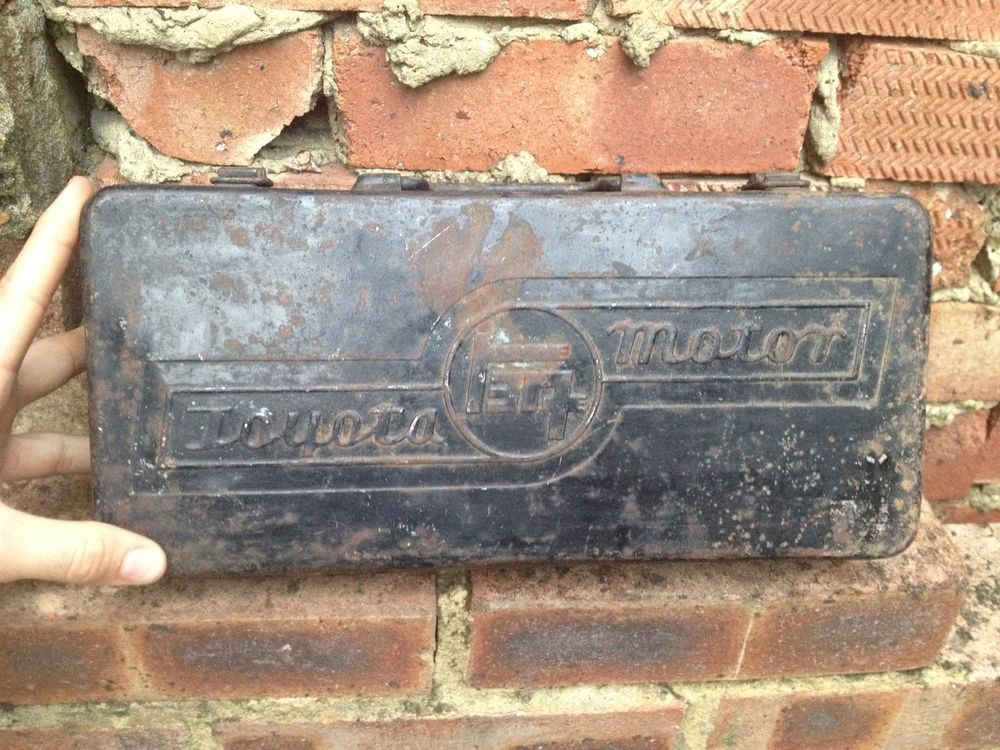 Rare Vintage Japanese TOYOTA Motor Handle Toolbox Tin - Early Logo