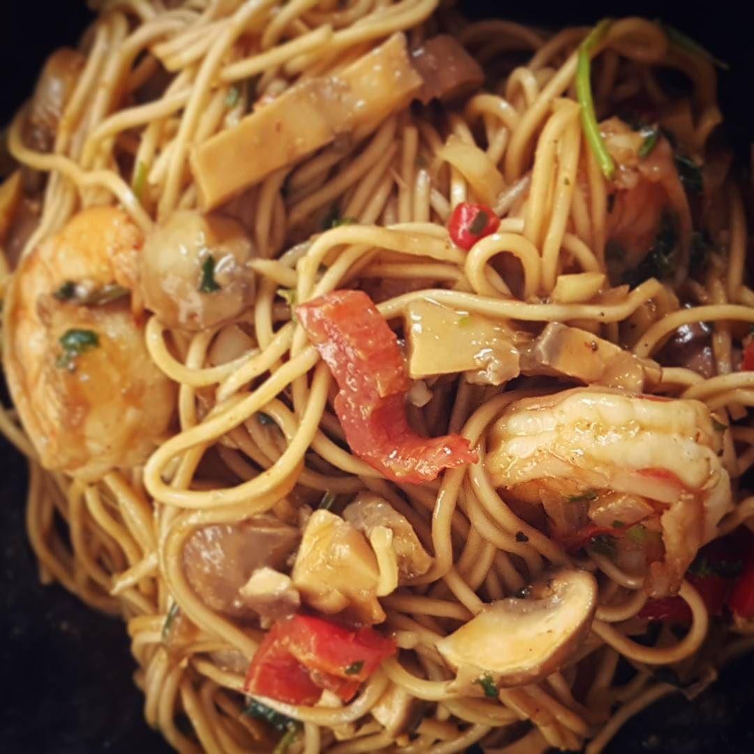 Niets boven een zelfgemaakte rode curry met scampi en noodles! #foodporn #homecooked #asian