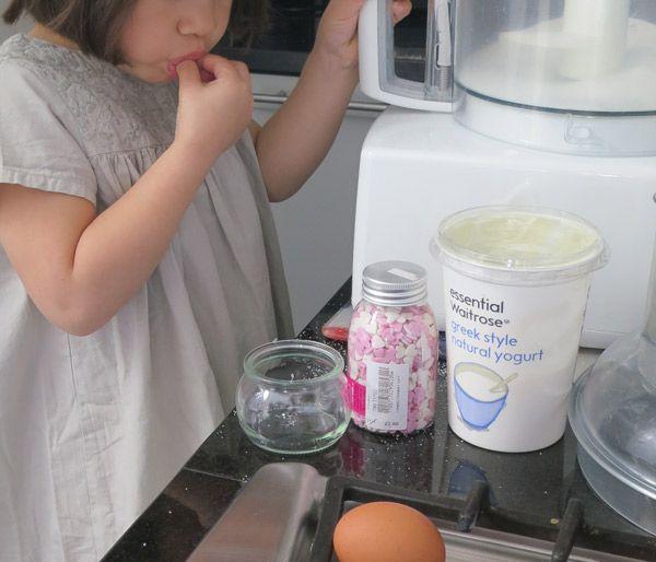 pourquoi cuisiner avec ses enfants 10 bonnes raisons kids recipes recettes pour enfants. Black Bedroom Furniture Sets. Home Design Ideas