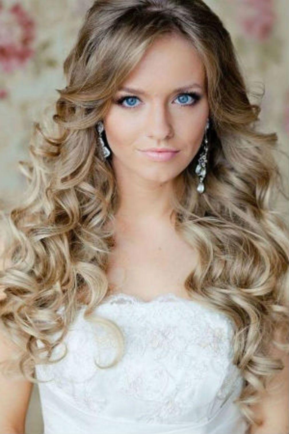 Coupe cheveux bouclés Coiffure mariage, Coiffure mariée