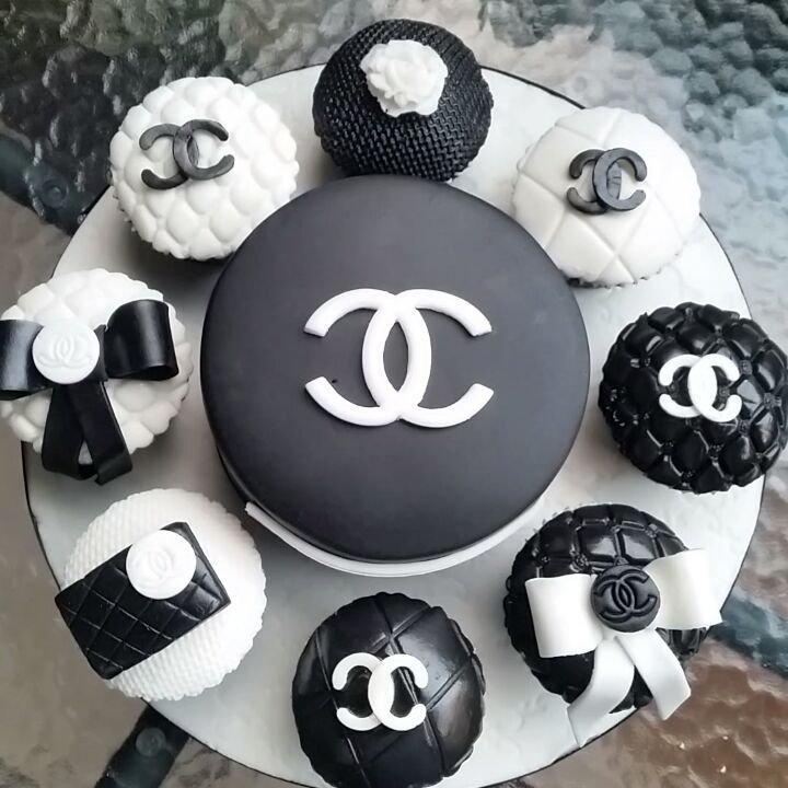 Chanel mini cake with cupcake package! Other brands available