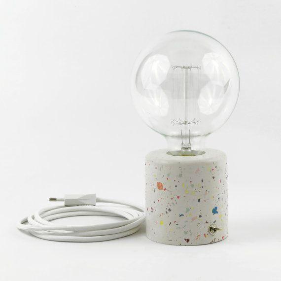 Lampe Aus Tabelle In Zement Ultra Dunne Von Hoher Qualitat Und Steinen In Farben Terrazzo Eingelassenen Metall Schalter Fertig Terrazzo Concrete Lamp Lamp
