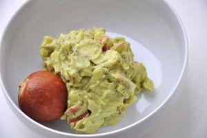 Cremiger Avocado-Aufstrich mit Zwiebel und Apfel - Brotzeitliebe