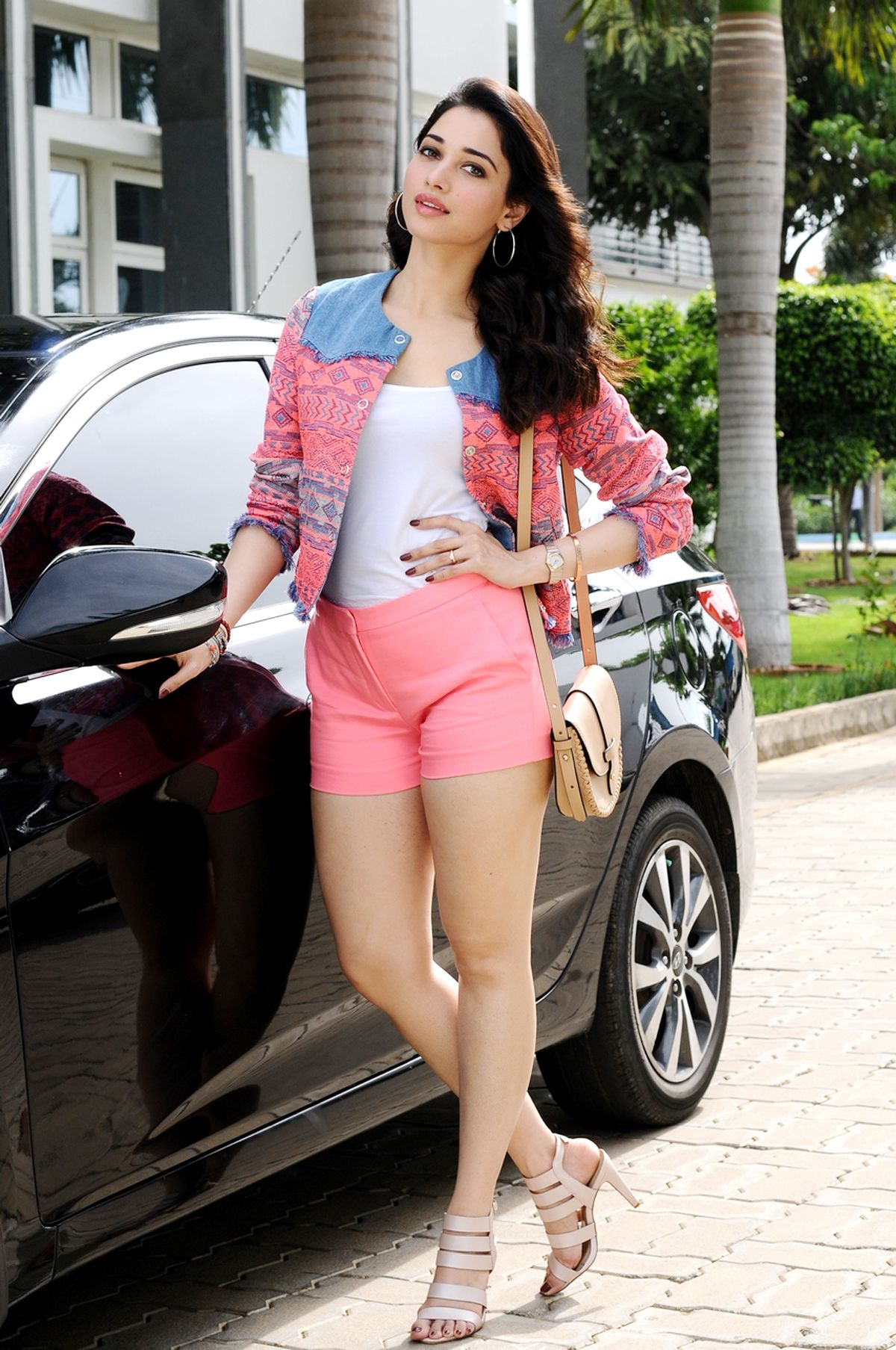 http://hotthighs.in/?post=336/actress-tamanna-hot-thighs-photo