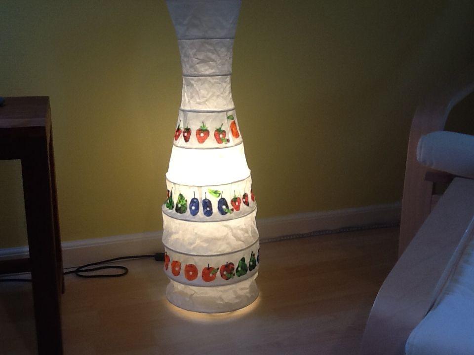 Kinderzimmerlampe Mit Stoffresten Beklebt Thema Kleine Raupe Nimmersatt Raupe Nimmersatt Kinder Zimmer Die Kleine Raupe Nimmersatt