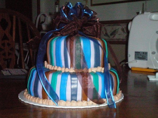 This is the second cake I did. I wanted to do a bow, but I ran out of time to do it out of frosting!