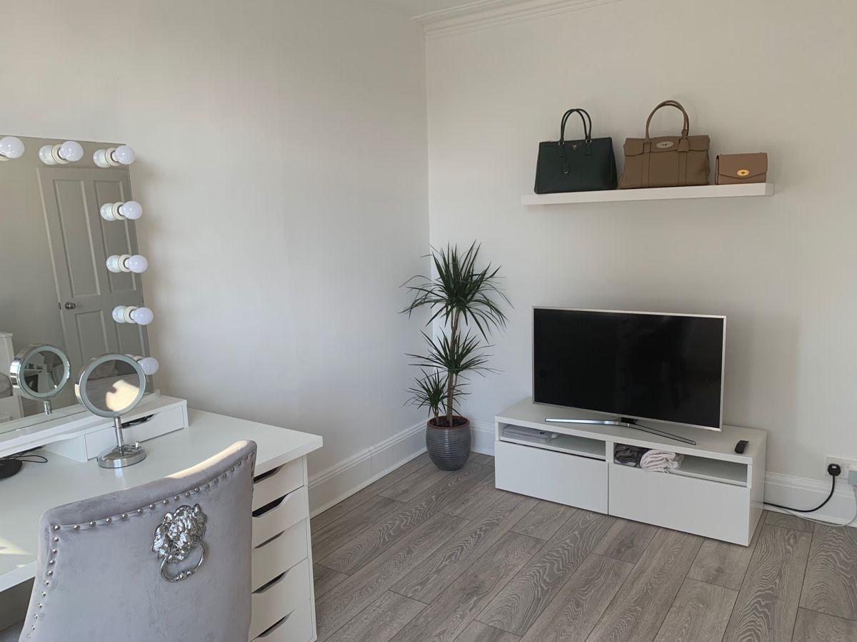 #makeuproomideas #glamroom #bagsdesigner #bagshelf #plants #tvunit #spareroom