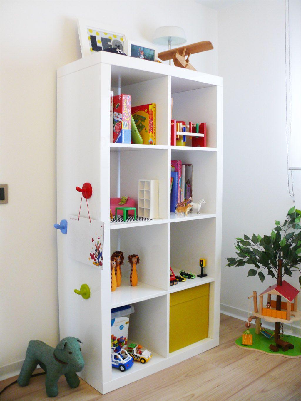 Dormitorios infantiles ideas para decorarlas estanteria for Decoracion de piezas