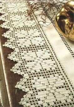 Mais um belo modelo de barrado de crochê filé com flores