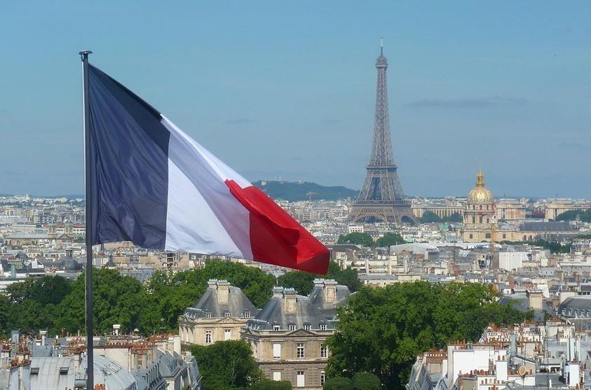 فرنسا ترفع قيود الدخول أمام القادمين من أوروبا اعتبارا من 15 يونيو بتوقيت بيروت اخبار لبنان و العالم In 2020 Paris Skyline Paris Skyline