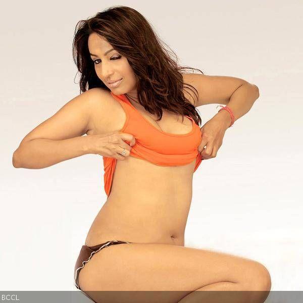 Hot boobs kashmira bra fake
