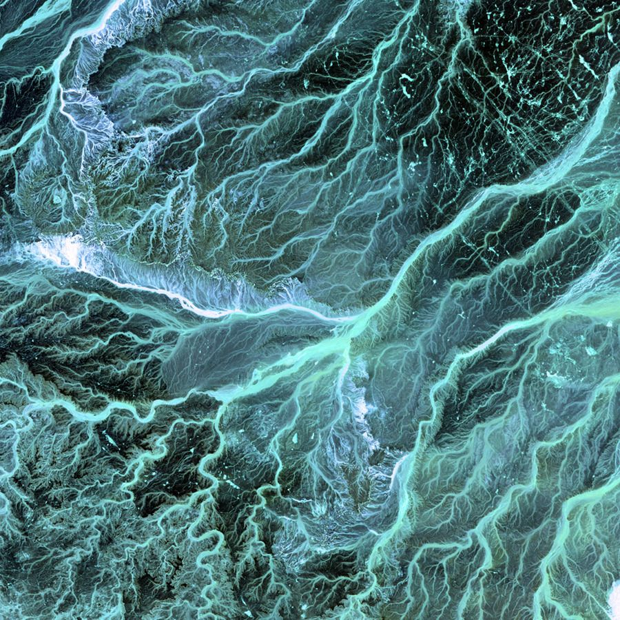 Satellite images acquired by the Landsat 7 satellite   3 2 1