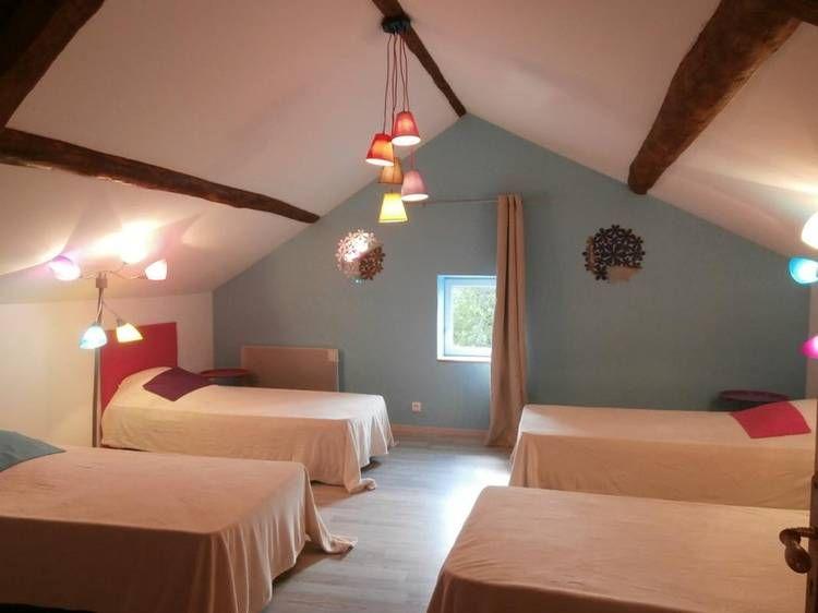 Les Acacias Canape Angle Gite De France Chambre Mur Bleu