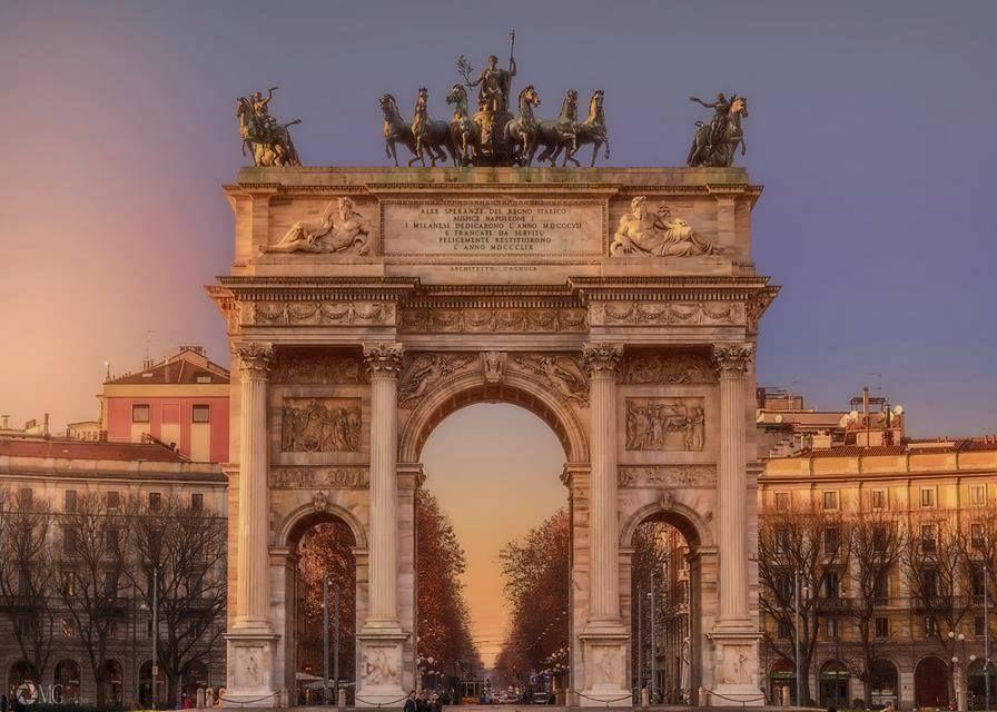 @RobRe62: #Milano RT @Milanodavedere: Buongiorno #Milano Foto di Michele Giamattei #milanodavedere https://t.co/5sV32Px7yz Via @secolourbano