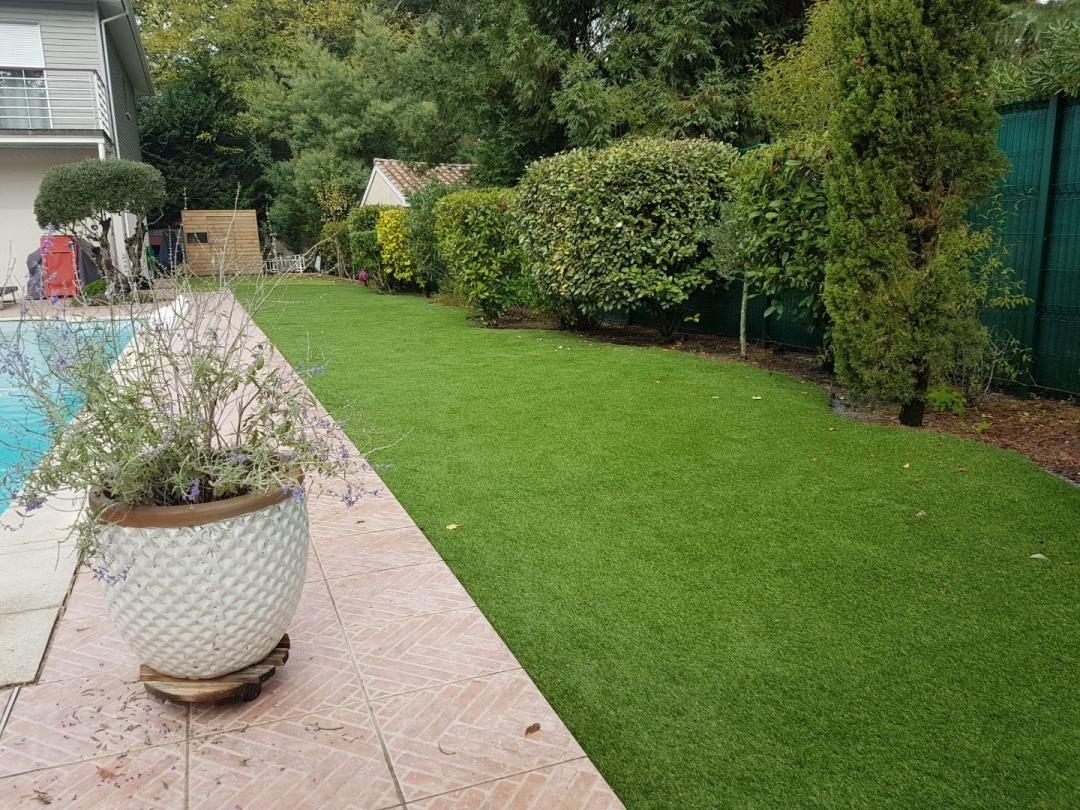 Plus L Environnement Est Vegetalise Et Mieux Le Gazon Synthetique S Integrera Dans Votre Jardin Avec Realisme Au Poi Gazon Synthetique Gazon Artificiel Gazon