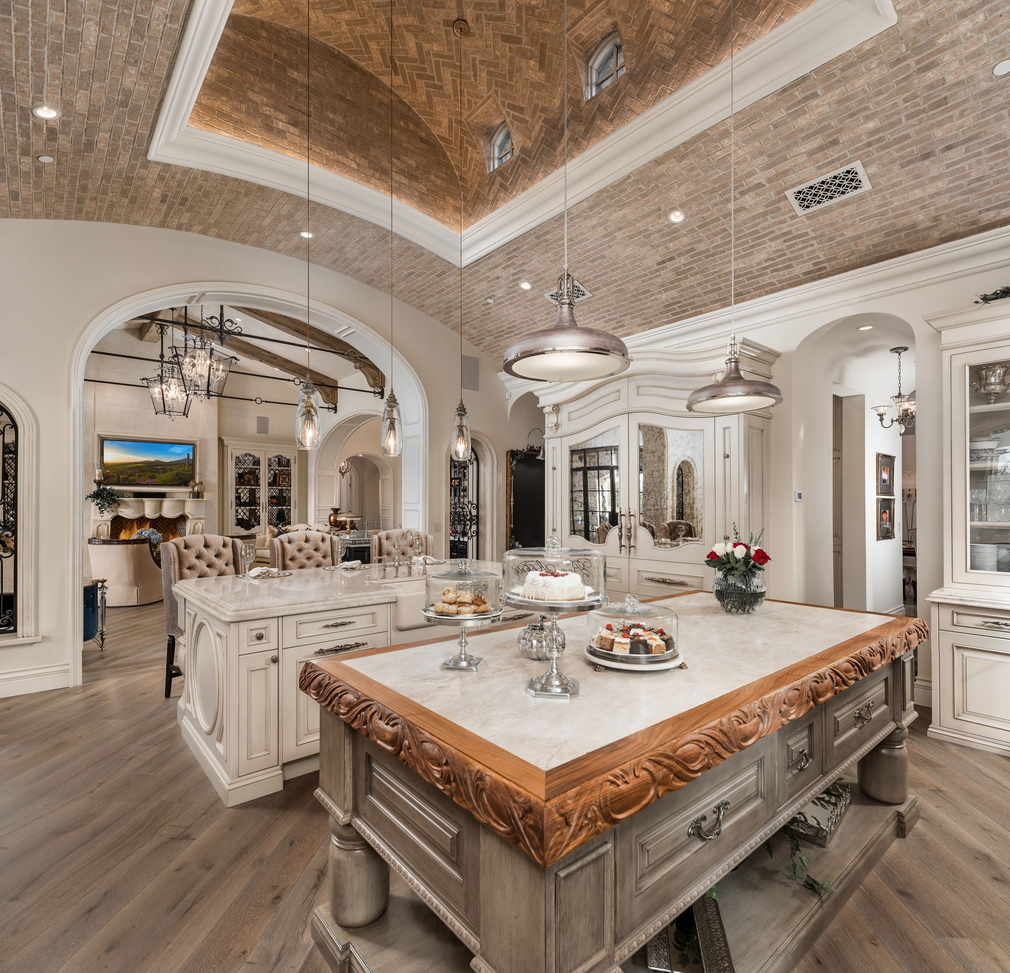 Luxury Home Kitchens: French Villa- Fratantoni Interior