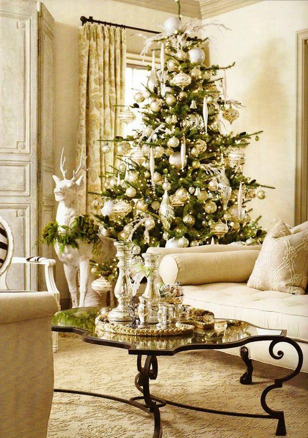 Glamoröses Weihnachtszimmer mit Gold-Silberner Deko Christmas