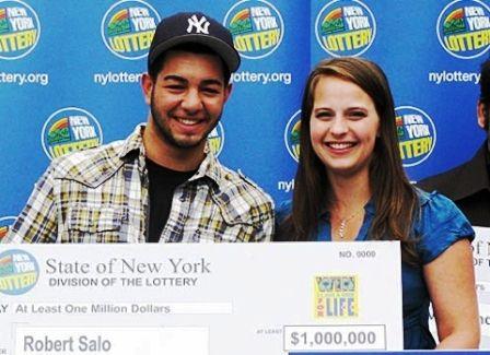 Chỉ trước khi tốt nghiệp mấy ngày, một nam sinh may mắn đã trúng một giải xổ số đặc biệt, theo đó nam sinh này sẽ nhận được 1.000 USD mỗi tu...