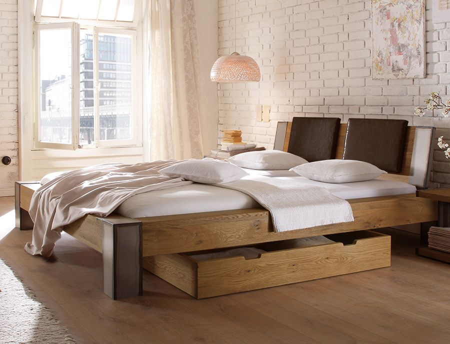 massives holzbett in rustikalem charme industrial look schlafzimmer bett http. Black Bedroom Furniture Sets. Home Design Ideas