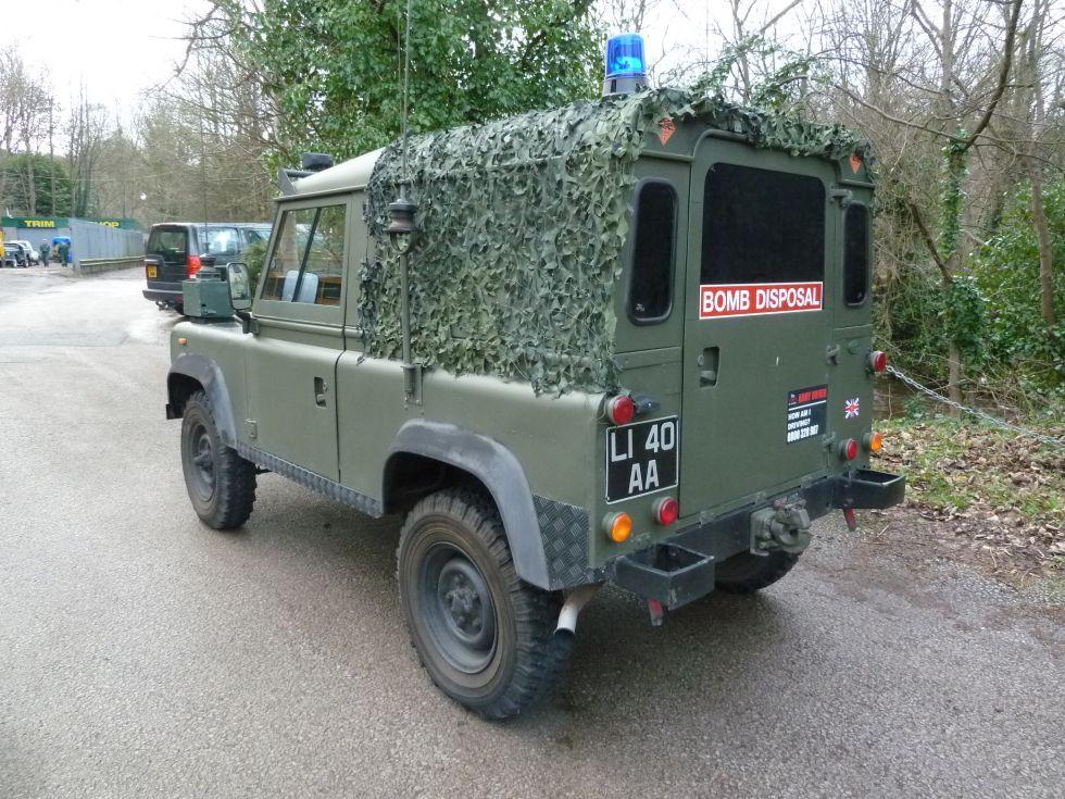 Bomb Disposal Land Rover Arrives | Land rover defender ...