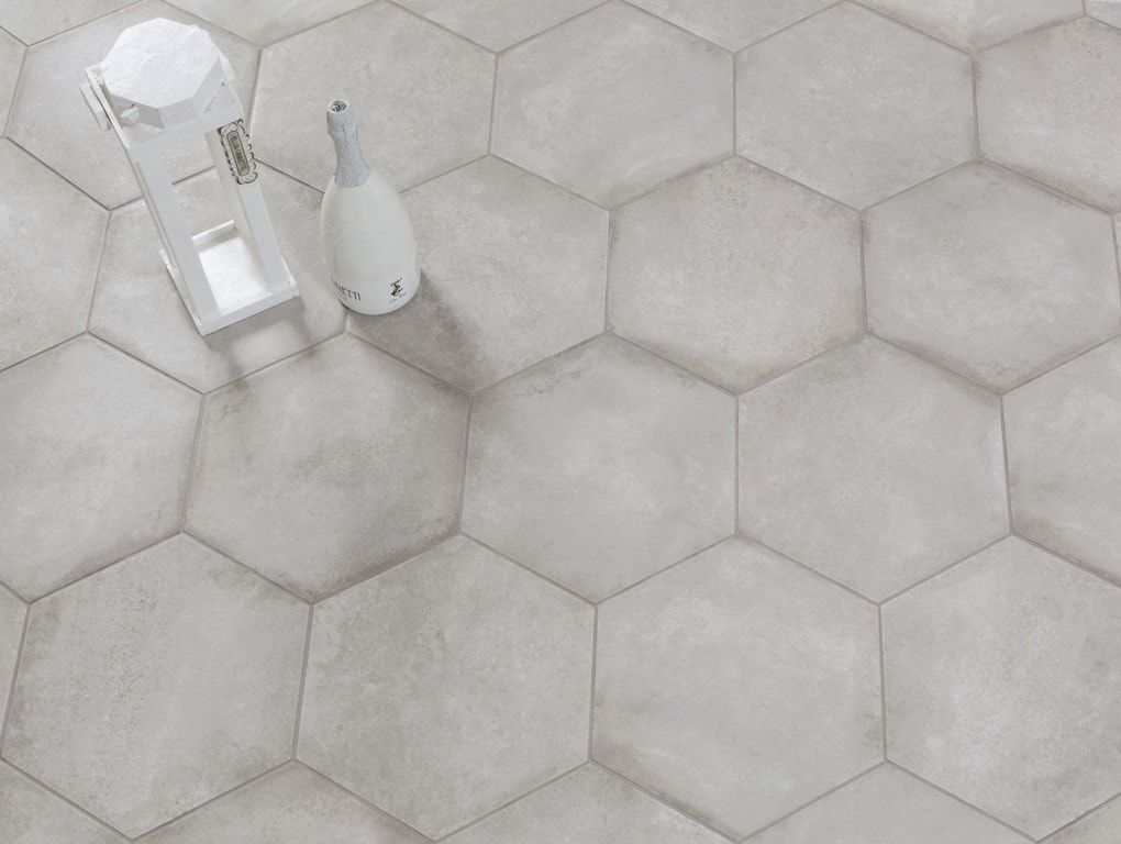 6 Hoekige Tegels : Zeshoekige tegels in beton look kleur badkamer toilet in