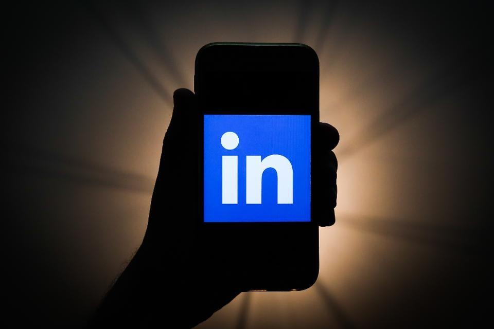 7 linkedin tactics to attract recruiters recruitment