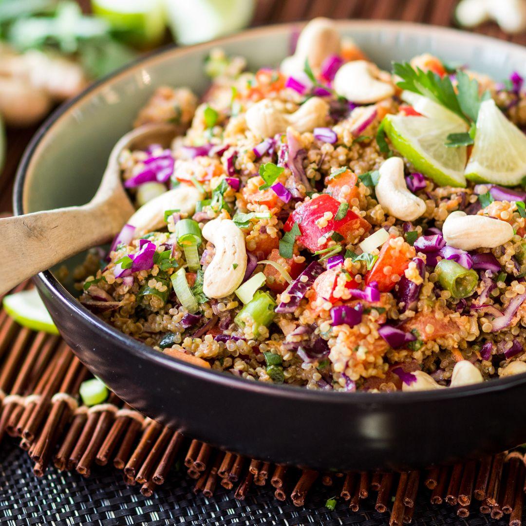 Thai-Quinoa-Salat mit Erdnuss-Ingwer-Dressing #thaifoodrecipes
