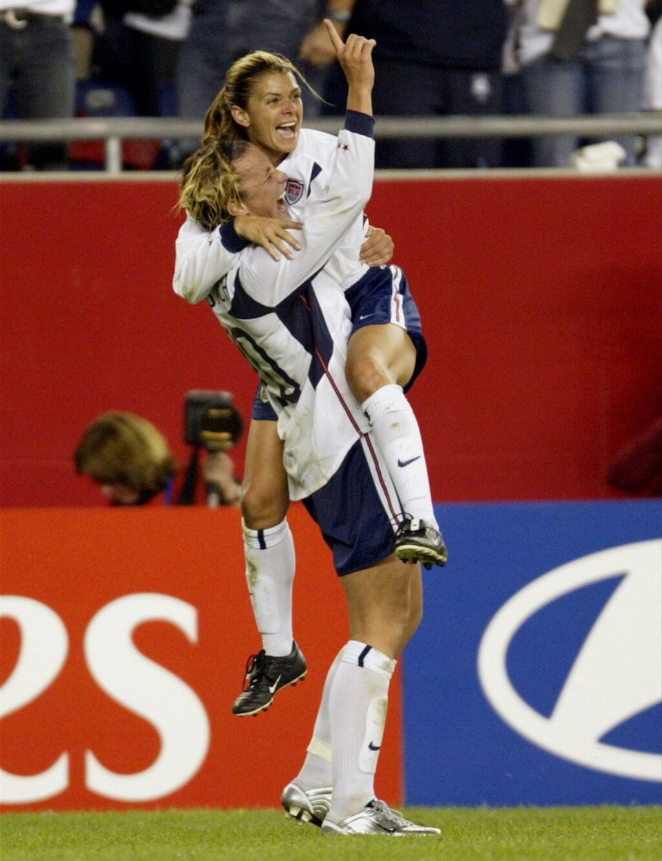 9d569accff6 Teammates: Mia Hamm and Abby Wambach.   USWNT   Mia hamm, Soccer ...